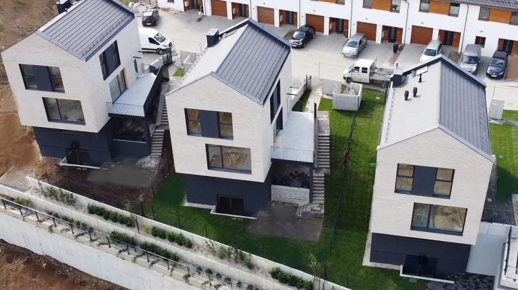 W jednym z etapów na osiedlu powstały także domy czterokondygnacyjne.