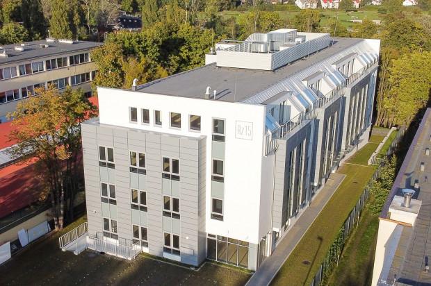 Na kolejnych pietrach budynku możliwa jest aranżacja otwartych przestrzeni biurowych, jak i mniejszych modułów.