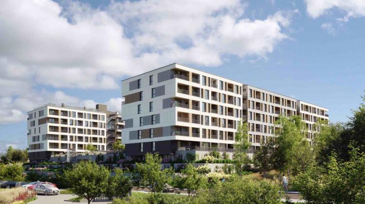 Budynki osiedla otoczone będą naturalną zielenią, a przez teren inwestycji przepływa Potok Maćkowy.