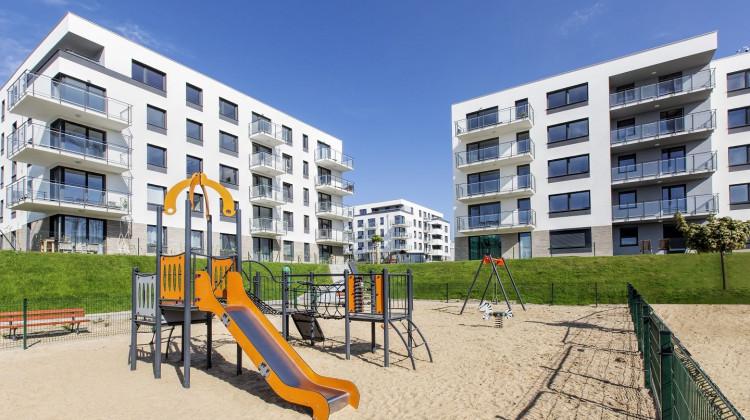 Na osiedlu powstaje szereg udogodnień dla mieszkańców, w tym place zabaw dla dzieci.