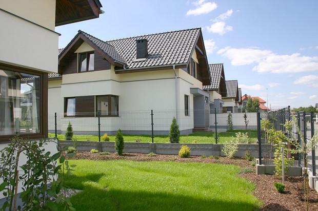 Na osiedlu powstało 20 domów w zabudowie bliźniaczej.