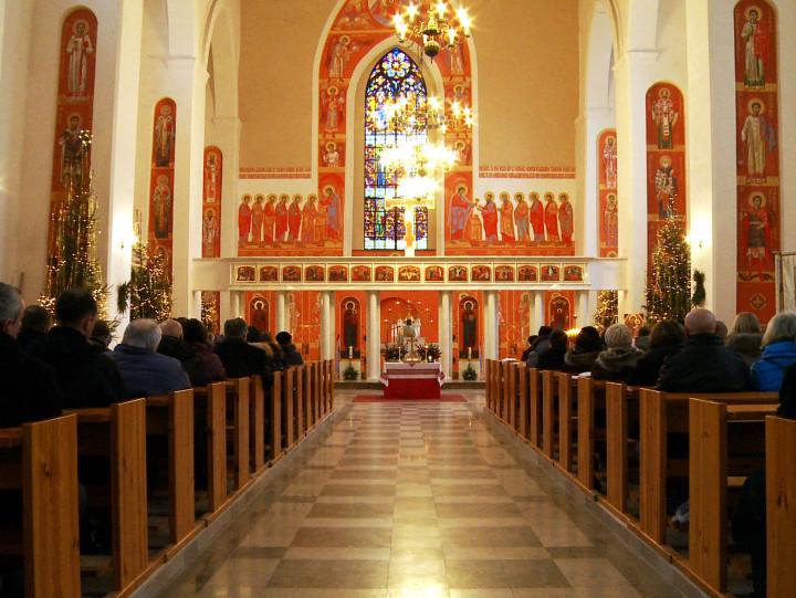 Posłuchaj chóru izobacz modlitwy wiernych wcerkwi greckokatolickiej.