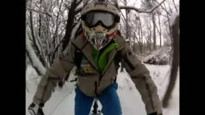 Zimowa jazda rowerem po lesie i plaży