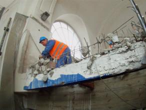 Wyburzanie antresoli na dworcu w Gdańsku