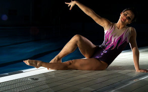 Studentka dała pokaz w basenie