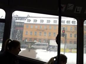 Korek na Wałach Jagiellońskich widziany z tramwaju