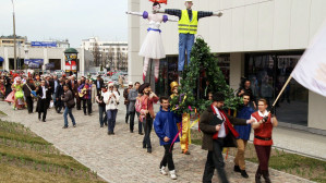 Zawieszenie wiechy w Teatrze Muzycznym w Gdyni