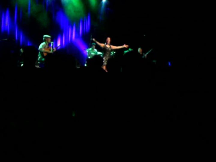 Lura, podobnie jak wcześniej Melody Gardot iJehro, zachęciła publiczność do wspólnego śpiewania.