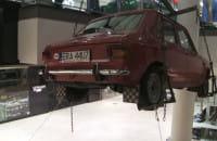 Latające samochody w galerii handlowej