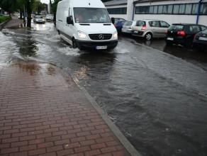 Zalany fragment ulicy Droszyńskiego w Gdańsku