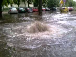 Skutki ulewy w Sopocie na ul. Okrzei