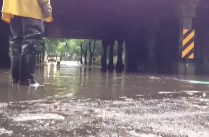 Usuwanie wody spod wiaduktu na granicy Żabianki iOliwy.