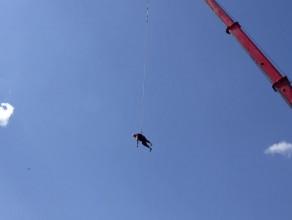 Skok na bungee na Targu Rybnym