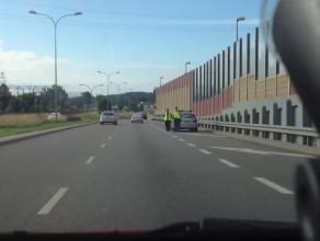 Radiowóz na zakazie kontroluje kierowców
