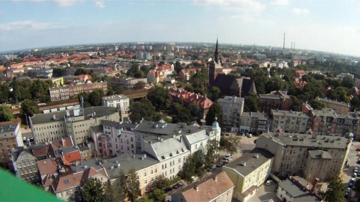 Na witrażach pływają okręty, aołtarz podtrzymują kotwice. Poznaj historię kościoła Marynarki Wojennej na Oksywiu.