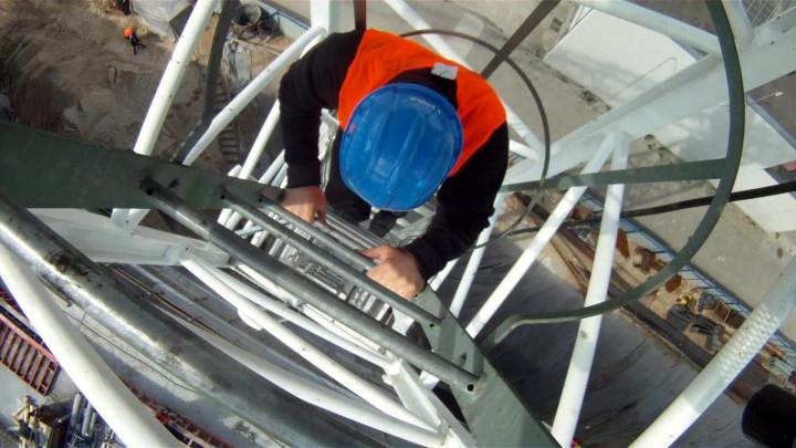 Zobacz gdyński port widziany zżurawia wieżowego, który pracował na placu budowy przy Nabrzeżu Indyjskim.