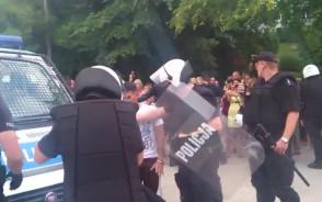 Policja uspokaja krewkich Meksykanów