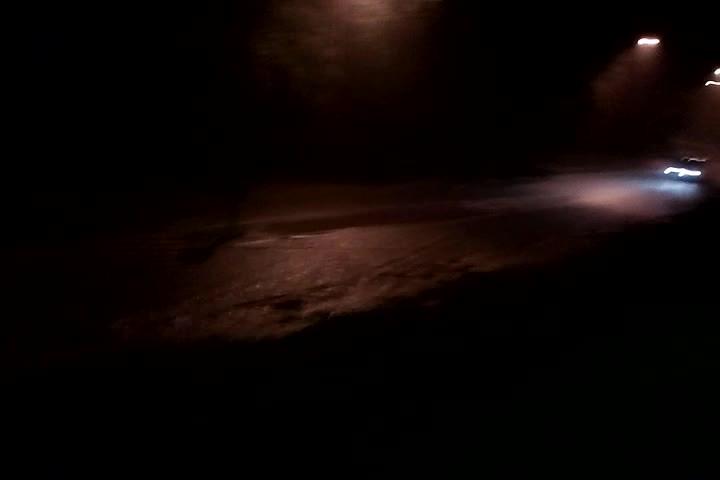 W nocy zalana była także ul. Małokacka. Film został nagrany przez jednego znaszych czytelników ok. godz. 4:30.