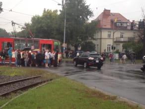 Uszkodzone tramwaje przy Operze