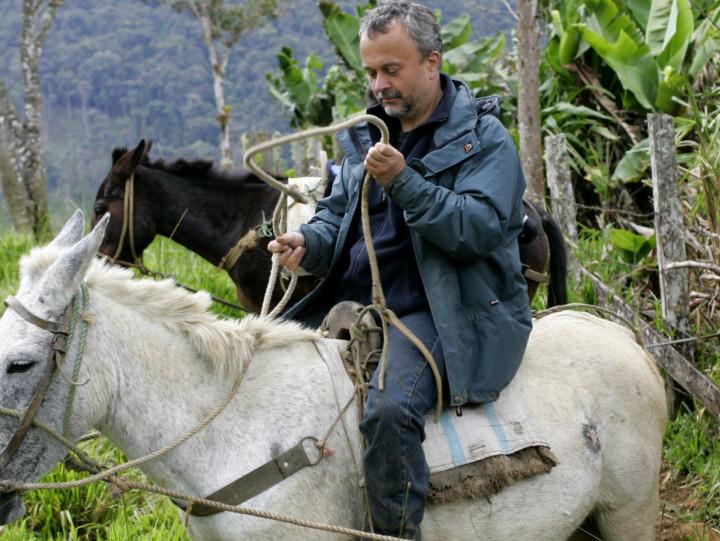 Podróżuje na mule, korzysta zmaczety, ana co dzień jest... znanym profesorem. Poznaj pasję Dariusza Szlachetko, który opisał ponad trzy tysiące gatunków storczyków.
