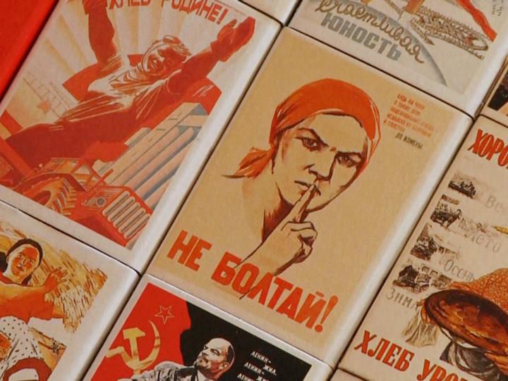 Nawoływano na nich do walki ze stonką ziemniaczaną iprezentowano sukcesy Rewolucji Październikowej. Zobacz etykiety zpudełek po zapałkach należące do Wiktora Jesionka.