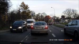 Taksówkarz jedzie na czerwonym