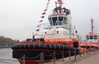 Podniesienie bandery na holowniku Akul