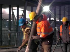 Betonowanie estakady kolejowej przy lotnisku