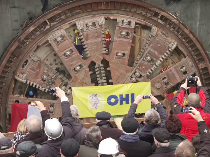 Zakończenie drążenia pierwszej - południowej - nitki  tunelu pod Martwą Wisłą.