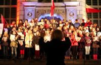 Wspólne śpiewanie pieśni patriotycznych w Gdańsku
