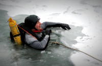 Gdyński WOPR ćwiczył na lodzie