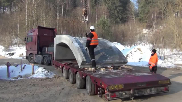 Zobacz montaż wiaduktu przy ul. Wołkowyskiej. Film przygotowany przez Pomorską Kolej Metropolitalną.