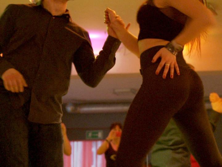 Zobacz, jak tańczy się zmysłową bachatę
