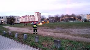 Śmigłowiec zabiera ofiarę wypadku