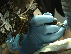 Jak to się robi: Tatuaż artystyczny