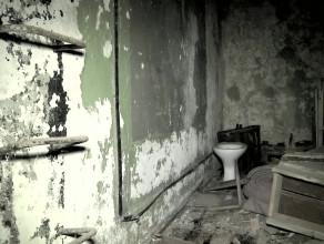 Opuszczony i rozkradziony schron w Gdyni Redłowie