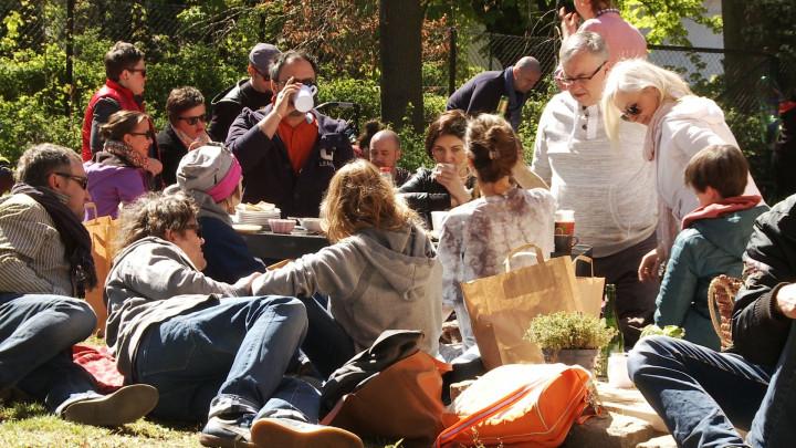Targ Śniadaniowy wSopocie to połączenie bazaru zpiknikiem. Impreza odbywa się wkażdą sobotę wogrodzie Muzeum Sopotu.