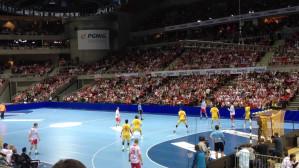 Polska - Hiszpania piłkarzy ręcznych. Adam Wiśniewski rzuca bramkę.