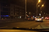 Samochody mkną ok. 100 km/h ulicami Trójmiasta