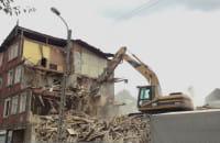 Wyburzanie budynku na Siedlcach