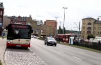 Bieg przez jezdnię na autobus T8