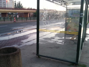 Wyciek wody na ulicę