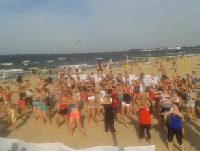 Fitness na plaży przy molo w Gdańsku