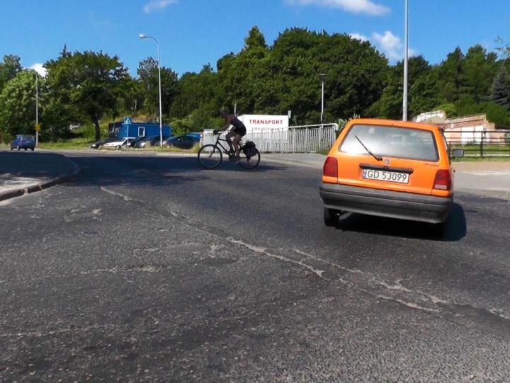 Kłopoty kierowców na ul. Podmiejskiej zrowerzystami