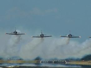 Przelot Breitling Jet Team w Rębiechowie