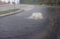 Studzienki jak fontanny po ulewie w Gdyni