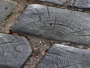 100-letni drewniany bruk przy ul. Ogarnej w Gdańsku