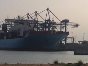 Rozładunek największego kontenerowca na świecie w DCT