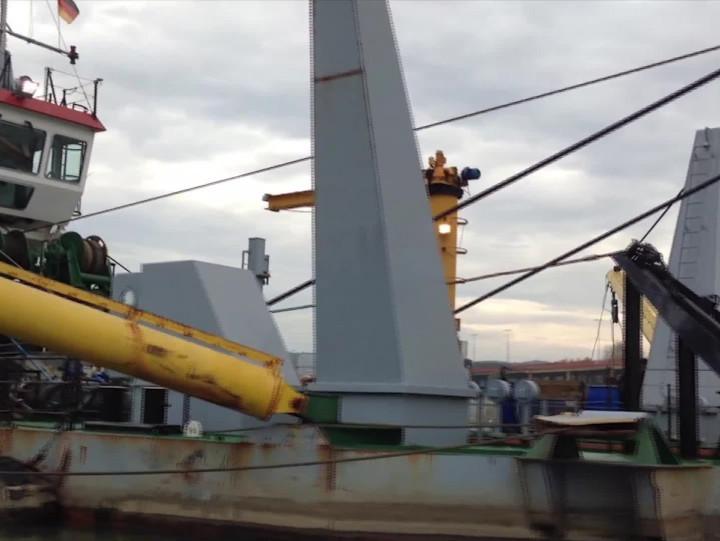 Ma ponad 60 metrów długości, wyposażona jest wgłowicę tnącą, ajej pompa ma moc ponad 1800 kilowatów. Zobacz wakcji potężną pogłębiarkę M30.