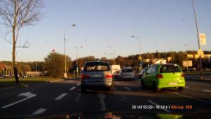 Pędzące Mini z pasa do skrętu w lewo